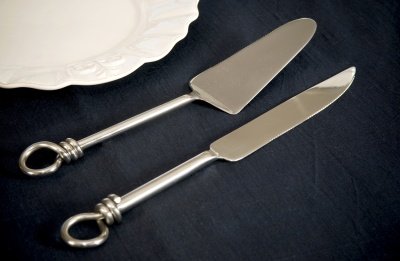 Knot Cake Lifter and Knife Set